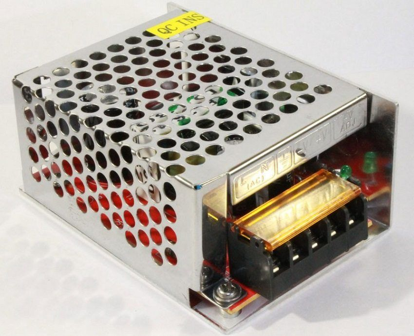 Alimentatore per strip LED 12V: la scelta del dispositivo ottimale